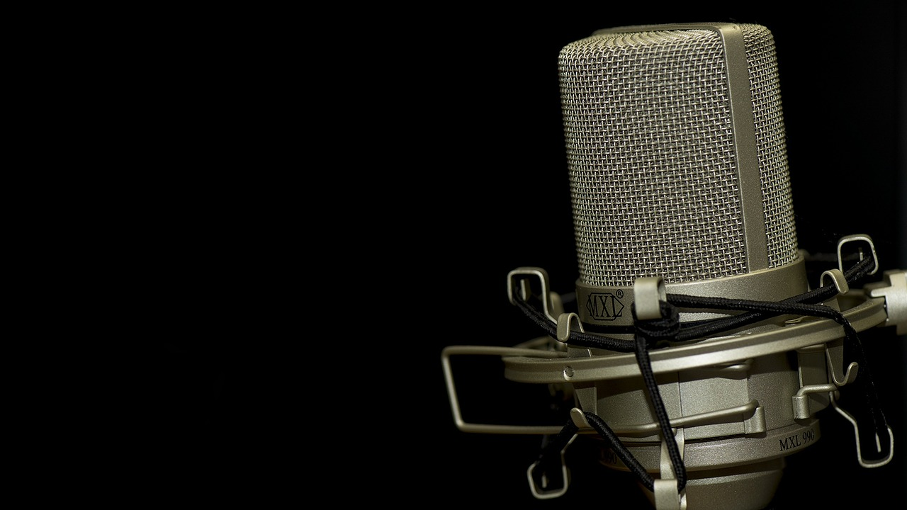 microphone-1007154_1280-1